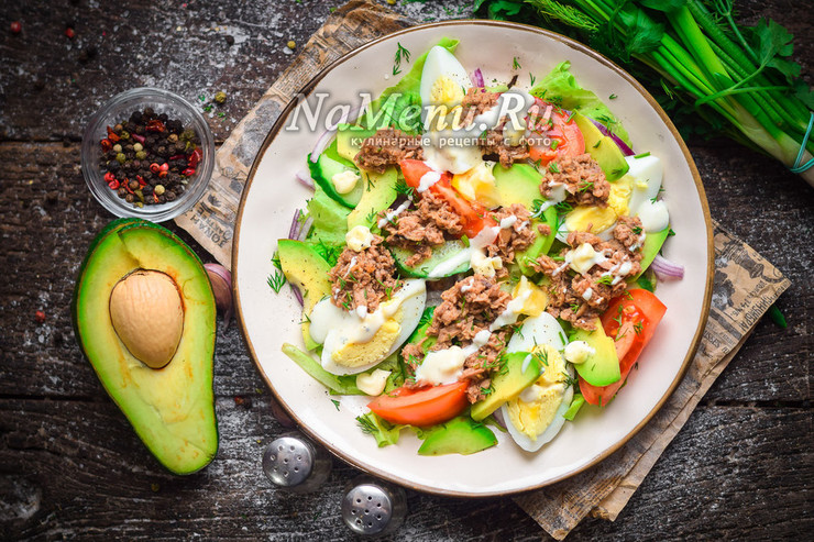 Салат с тунцом и авокадо
