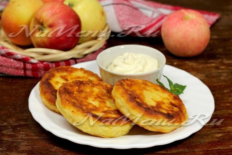 Творожные сырники с яблоками
