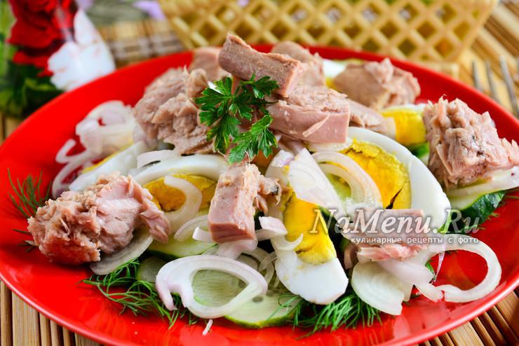 Салат с тунцом консервированным, огурцом и яйцом