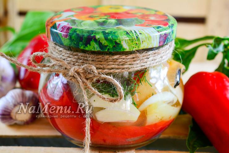 Болгарский перец, маринованный в масле с чесноком и зеленью