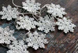 Вязаные снежинки крючком: схемы с описанием и инструкциями