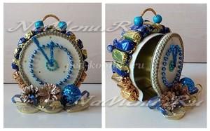 Новогодние часы из конфет своими руками: мастер-класс с пошаговыми фото