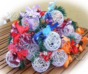 Новогодние игрушки из ниток из клея своими руками