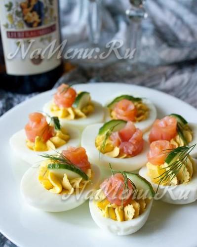 Праздничная закуска с яйцами и рыбой