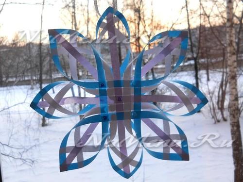 Объемная снежинка из бумаги готова