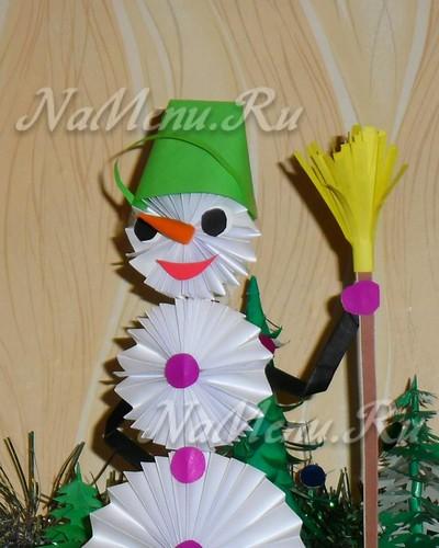 Снеговик из бумаги своими руками готов