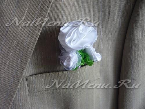 Бутоньерка для жениха своими руками из атласных лент