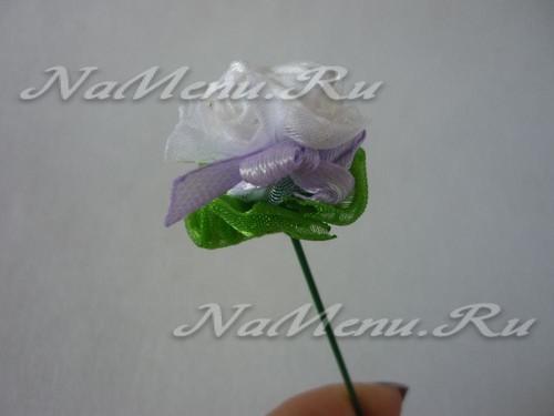 Формирует листик цветка