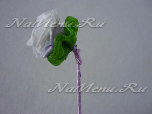 Сгибаем проволоку у цветка