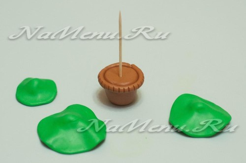 раскатать зеленые шарики