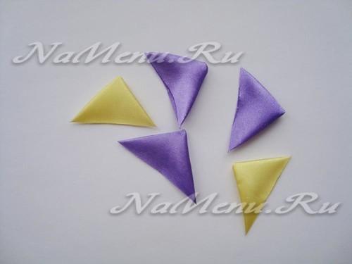 сделать из лент треугольники