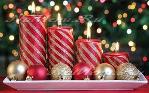 Украшение комнаты: новогодние свечи
