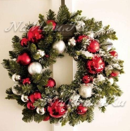 Как украсить стену: рождественский венок