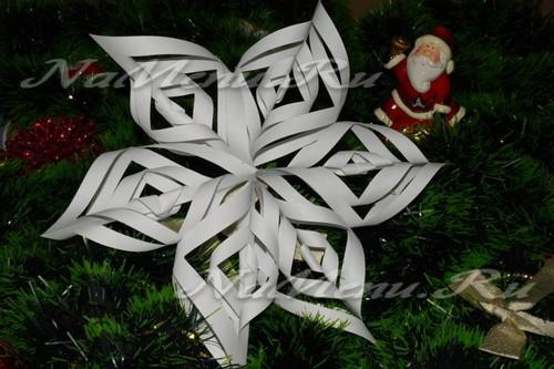 Объёмные снежинки из бумаги своими руками: пошаговая инструкция, фото