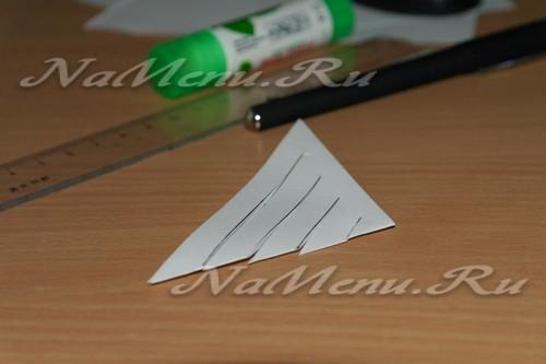 Вооружаемся ножницами, делаем надрезы по нанесенной разметке