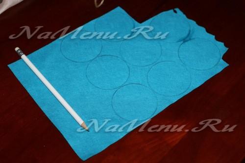 сделайте окружности на ткани