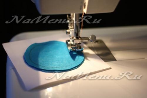 Сложите два фрагмента вместе и начните их сшивать