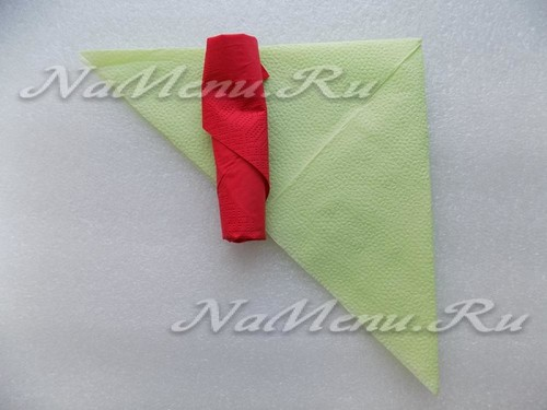 На данном этапе у нас готовы две заготовки – зеленого и красного цветов