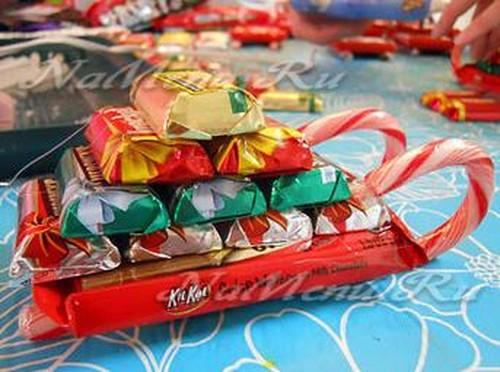 Подарки и букеты из конфет своими руками на Новый год 2018 с фото