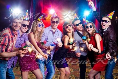 Конкурсы на Новый год 2018 для весёлой компании, самые прикольные и смешные