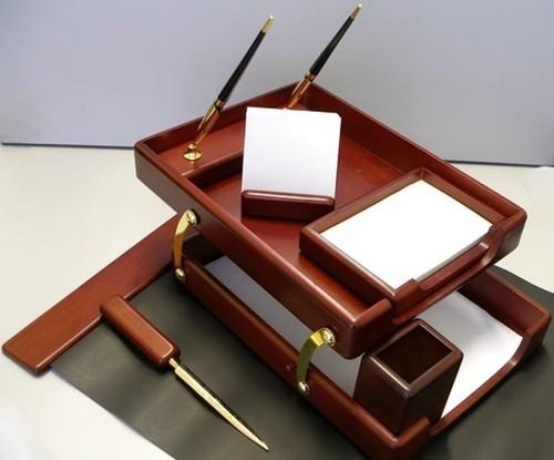 Что подарить на День Учителя классному руководителю мужчине: идеи подарков