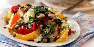 Салат с курицей и диким рисом