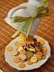 Денежная парящая чашка с монетами
