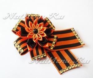 Георгиевская брошь с нарядным цветком канзаши