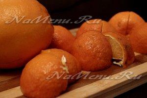 Нарезанные апельсины и мандарины
