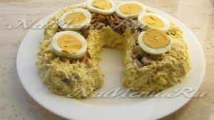 Украшаем салат яйцами