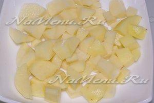 Картофель нарежьте