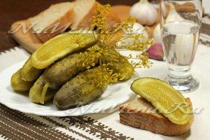 Простой рецепт хрустящих соленых огурцов