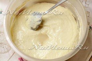 Вливаем гашеную соду в тесто