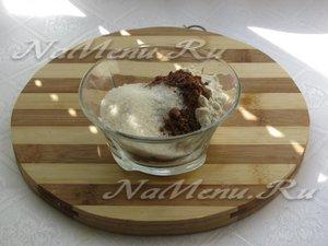 Соединить какао с сахаром и мукой