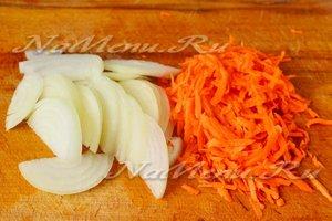 лук и морковь измельчить