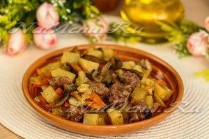 Жаркое в горшочках с мясом, грибами и картошкой в духовке: рецепт с фото