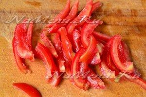 томаты нарезать