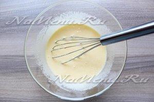 Размешать яйца с сахаром