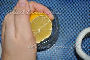 выдавливаем сок лимона