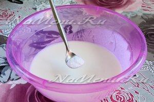 Насыпать соду в кефир