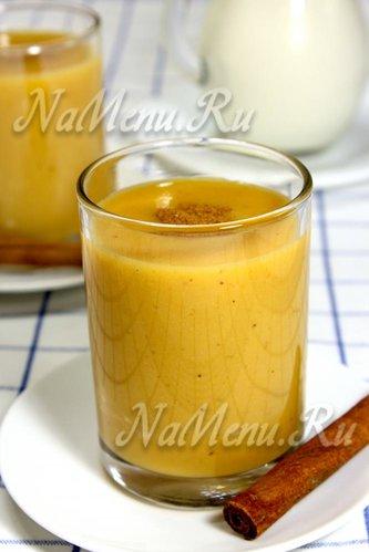 Молочный смузи с бананом и персиками