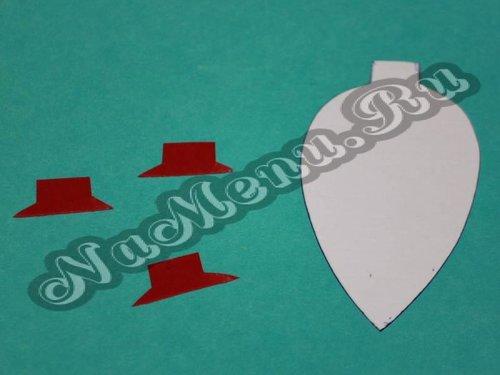 Из красной бумаги вырезаем верхнюю часть игрушки