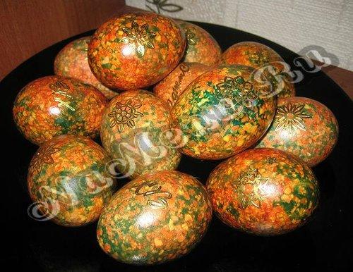 Как покрасить яйца в луковой шелухе с зеленкой