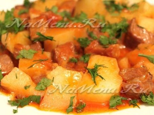 Картошка, тушеная с мясом и помидорами