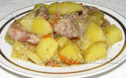 Картошка, тушеная с мясом в духовке