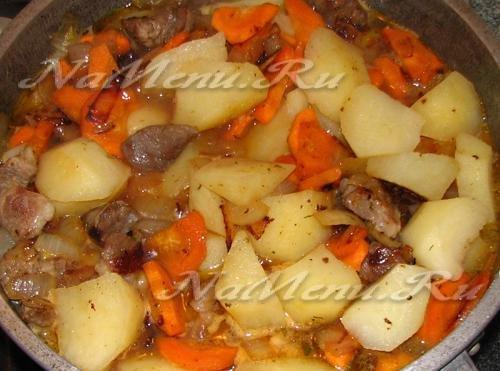 Картошка, тушеная с мясом и овощами