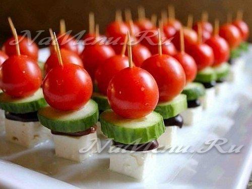 Канапе на шпажках на праздничный стол простые рецепты пошагово