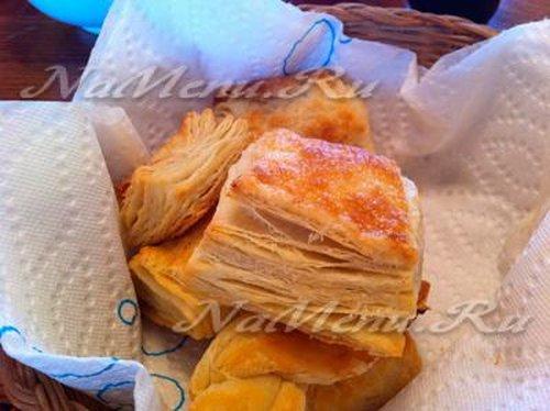 Слоеное бездрожжевое тесто рецепт с фото что приготовить
