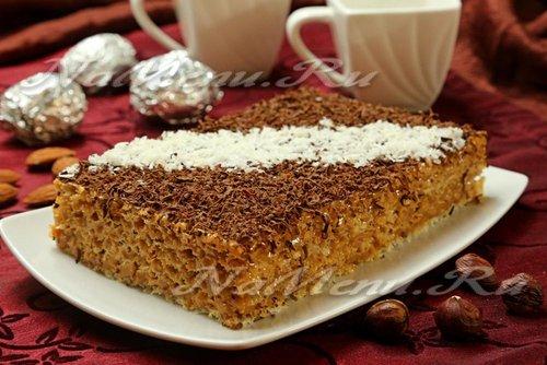 Вафельный торт со сгущенкой и орехами