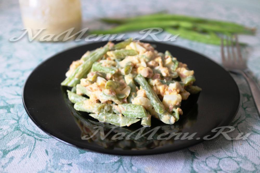Салат с тунцом помидорами и стручковой фасолью